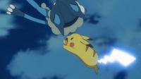 EP903 Pikachu usando cola férrea