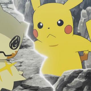 Los ojos de Mimikyu brillan cuando ve a Pikachu.