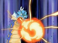 EP552 Gyarados utilizando furia dragón