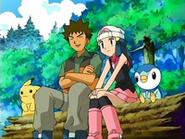 EP475 Maya y Brock presenciando el combate