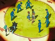 EP528 Policías rodeando a Ash, Maya y Brock