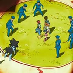 Luxray y unos policías rodeando a Ash, <a href=