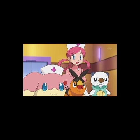 Audino junto a Joy llevándole los Pokémon a <a href=