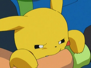 EP277 Pikachu mordiendo a Ash