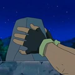 Ash coloca la última piedra del monumento.