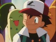 EP138 chikorita en el hombro de Ash