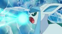 EP764 Glaceon usando rayo hielo