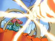 EP428 Venusaur parando un giro fuego con una planta feroz