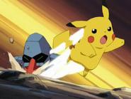 EP292 Pikachu esquivando el pisotón (2)
