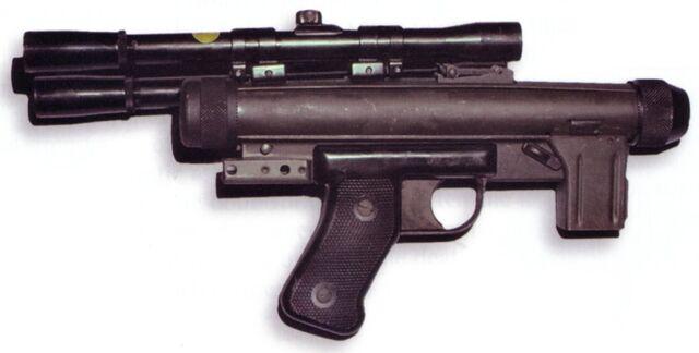Archivo:SE-14C blaster pistol.jpg