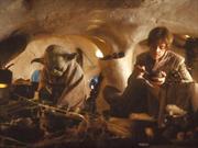 Yoda y Luke dentro de la Choza de Yoda