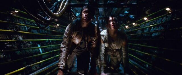 Archivo:Rey and Finn Crawl Eravana.jpg