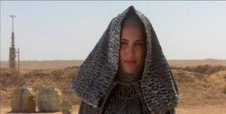 Padme greets 3PO on Tatooine