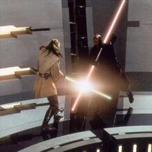 Maul enfrentando a Jinn en el generador de Theed