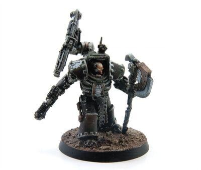 Miniatura Padre de Hierro Exterminador Legión Manos de Hierro Clan Vurgaan Herejía de Horus