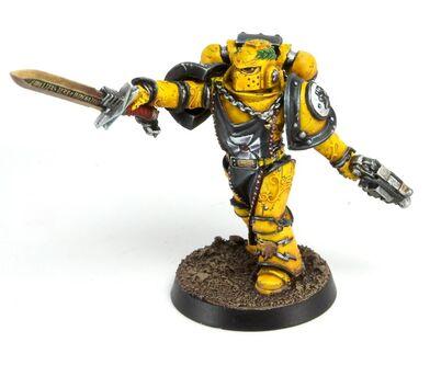 Oficial Legión Puños Imperiales Maximus Espada Energía Pistola Bólter