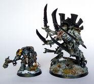 Tiranido señor de enjambre comparativa exterminador