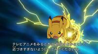 EP720 Pikachu usando Bola voltio