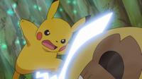 EP952 Pikachu usando cola férrea