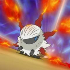 Larvesta expulsando llamas.
