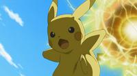 EP903 Pikachu usando bola voltio