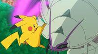 EP1080 Golisopod usando Golpe mordaza contra Pikachu
