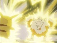 EP025 Pikachu usando Impactrueno