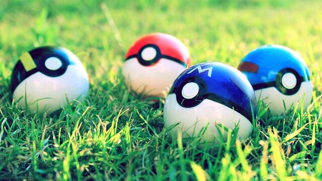 Archivo:Pokeball wallpaper (spotlights).jpg
