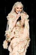 Siti singing