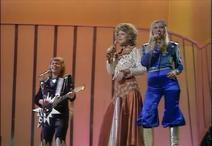 08 Sweden - ABBA - Waterloo (3)