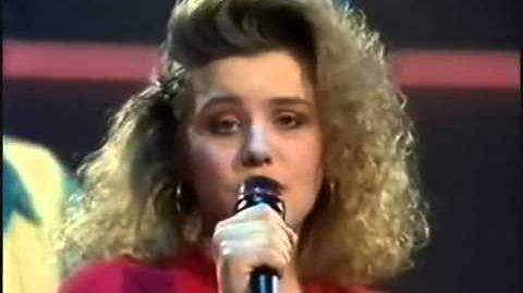 "07) UNITED KINGDOM ""Give a Little Love Back to the World"" Emma Eurovision 1990 Final"