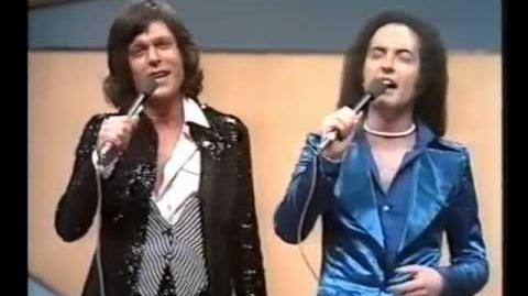Eurovision 1976 - Germany - Les Humphries Singers - Sing sang song -HQ SUBTITLED-