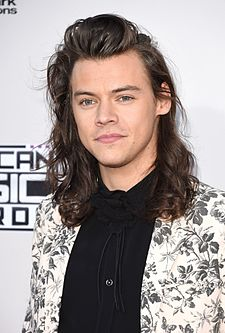 Gallery-1448239304-harry-styles-ama-suit