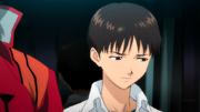 Shinji junto a Misato (Rebuild)