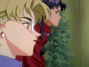 Ritsuko le revela a Misato la identidad del Fourth Children