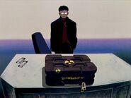 Episodio 8 Gendo recibe el maletín Evangelion