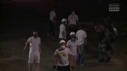 【7月21日 - 元朗黑夜】警方指到達南邊圍村後未有發現有人手持攻擊性武器〔喂喂喂,你班伙計同班黑社會咁老友既?!〕