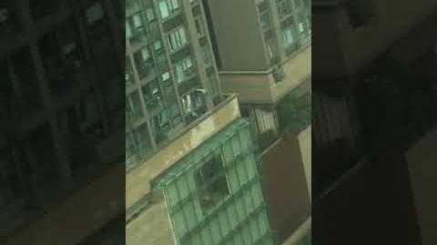 打風系列:十號風球下 某住宅被飛船撞爆窗