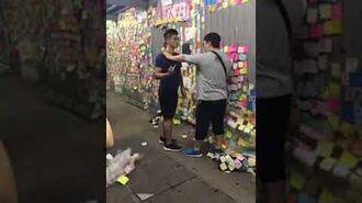 九龍灣連儂牆胖漢半分鐘連揮13拳 青年倒地 (11-07-2019)