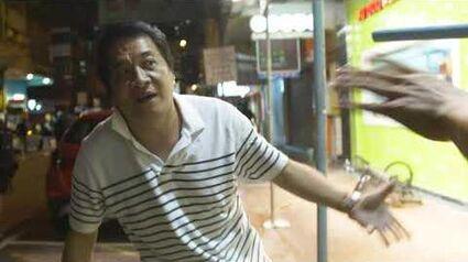 5 8 19 荃灣黑社會手持武器追打示威者及記者 兩名黑社會成員最終被示威者英勇制服