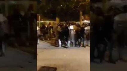 天水圍女示威者被扯到甩底褲