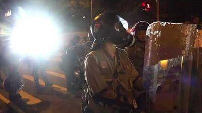 【香港 10•02】 與街坊對罵 防暴警:你住公屋有乜 X 嘢地位