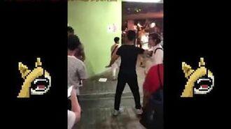 【突發】一名南亞漢出擊秒殺破壞連儂墻的藍絲大叔