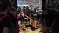 Backup【突發▪612馬車聲援香港警察行動】馬車被十多名暴徒圍毆至頭破血流、不省人事!