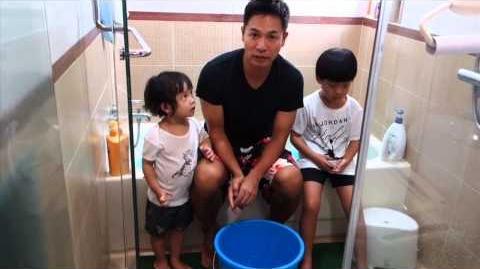 """郭晉安 和他两个孩子 """"冰桶挑战"""""""