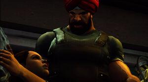 Harjit Singh patrzący złowrogo na Isabelę