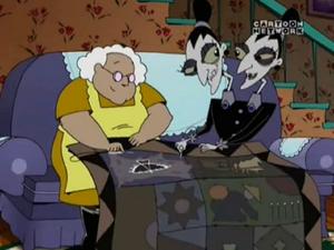 Siostry Szew i Muriel naszywające symbol do koca