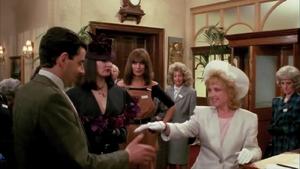 Susan Irvine w recepcji hotelowej