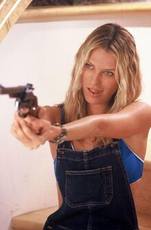 Still-of-sara-foster-in-the-big-bounce-(2004)-large-picture