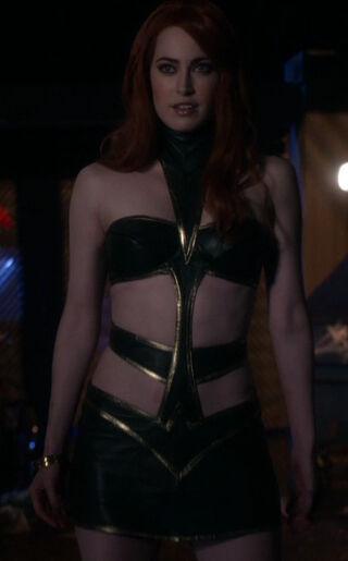 Maxima (played by Charlotte Sullivan) Smallville Instinct 01-0